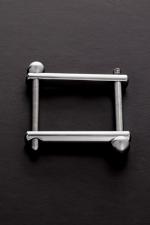 Ball Clamp : Un accessoire BDSM haute qualité et très simple à utiliser pour comprimer la verge, les bourses ou les deux à la fois.